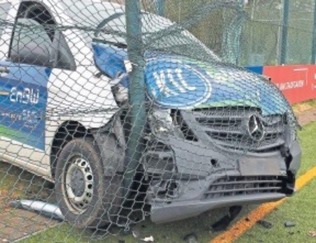 Vandalismus im Wildpark: Räume aufgebrochen, Schaden verursacht - und auch noch mit dem Auto in den Ballzaun gefahren