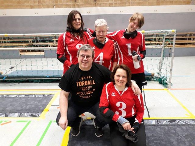 Astrid Weidner (unten rechts) mit ihrem erfolgreichen Team